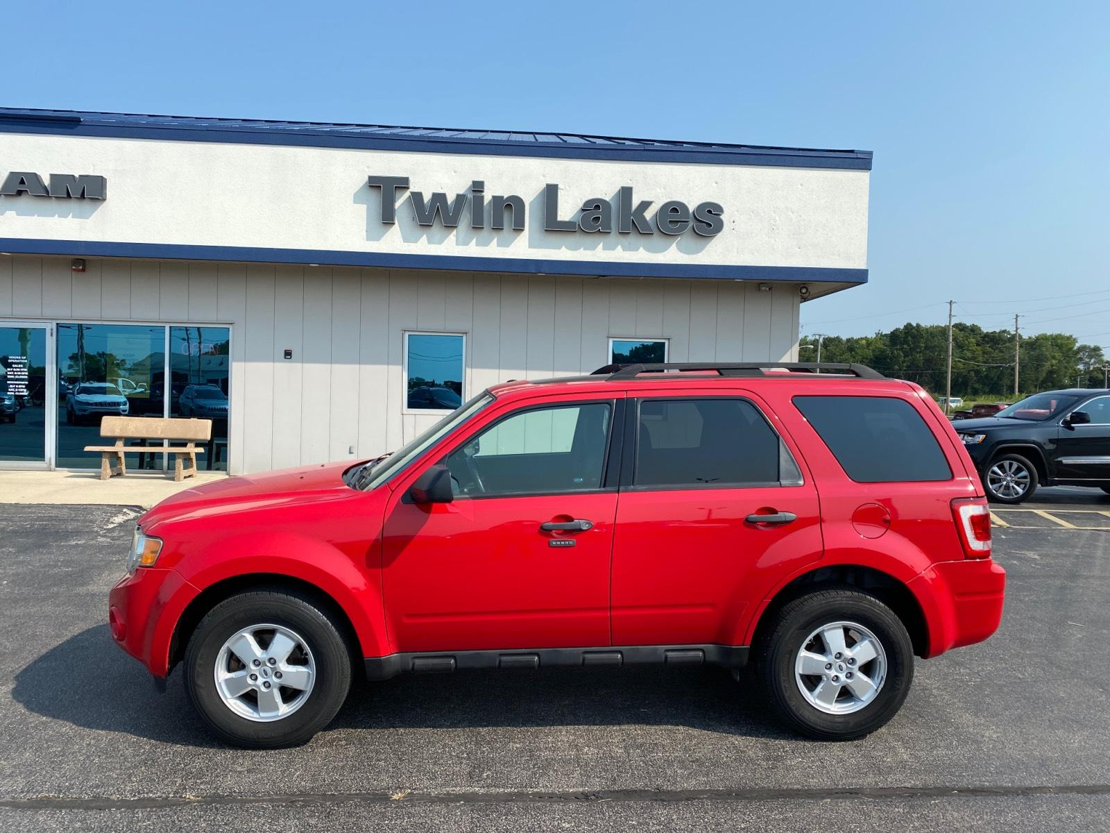 Pre-Owned 2009 Ford Escape FWD 4dr I4 Auto XLT