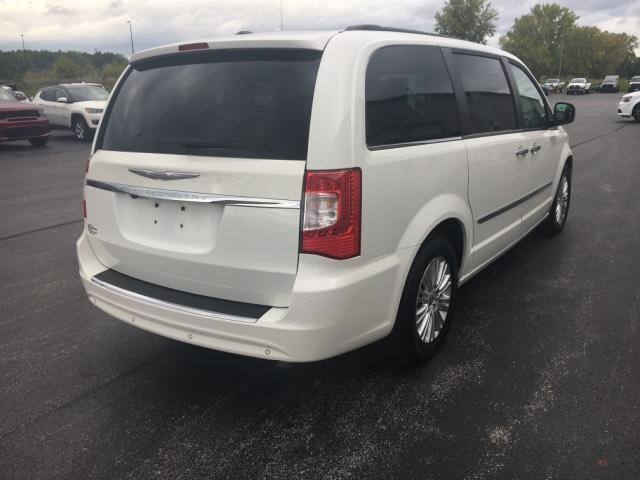 Pre-Owned 2011 Chrysler Town & Country 4dr Wgn Touring-L