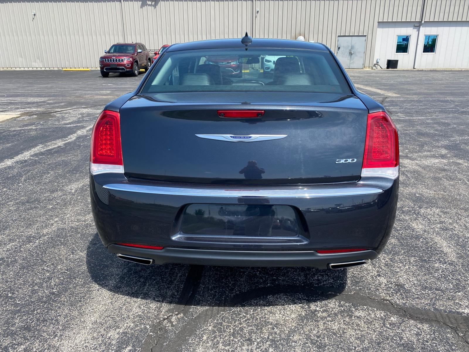 Certified Pre-Owned 2019 Chrysler 300 Limited RWD
